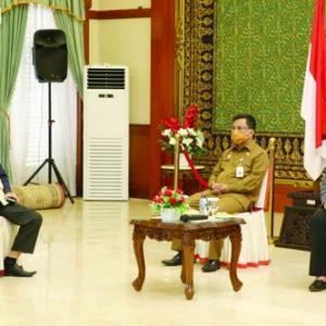 Ketua Komisi I DPRD Kepri Bobby Jayanto dan Sekdaprov Kepri H TS Arif Fadillah serta Wakil Ketua I DPRD Kepri Hj Dewi Kumalasari..