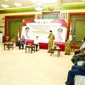 Walikota Tanjungpinang H Syahrul saat menanggapi jawaban dari para wartawan.